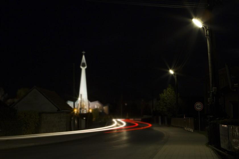 Staré žiarivkové osvetlenie v obci Jacovce…